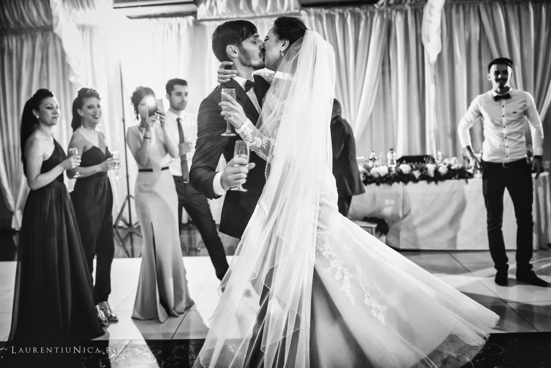 Cristina si Ovidiu nunta Craiova fotograf laurentiu nica 137 - Cristina & Ovidiu | Fotografii nunta | Craiova