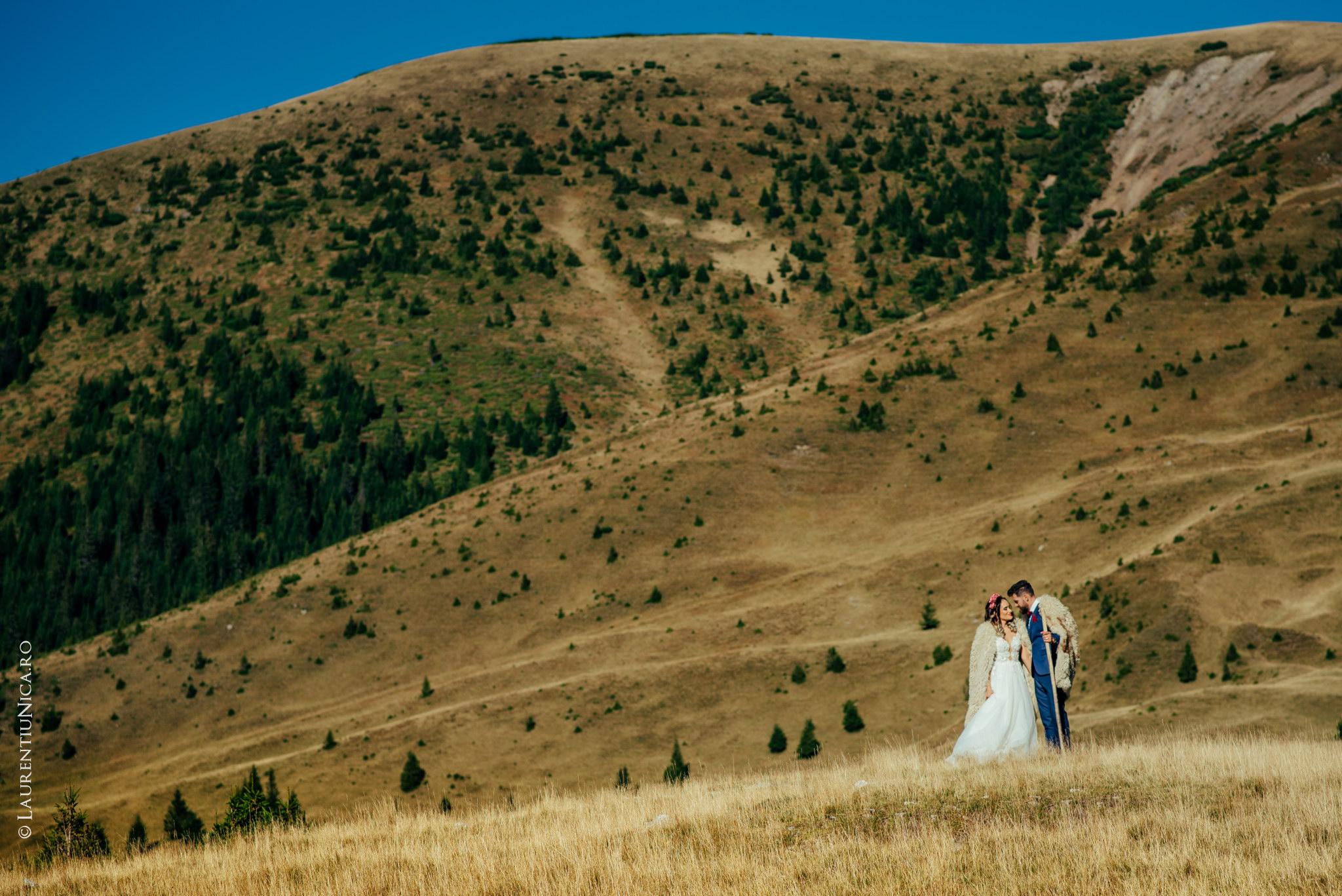 aida si alin fotograf nunta laurentiu nica transalpina 06 - Aida & Alin | Fotografii After Wedding | Transalpina - Muntii Parang