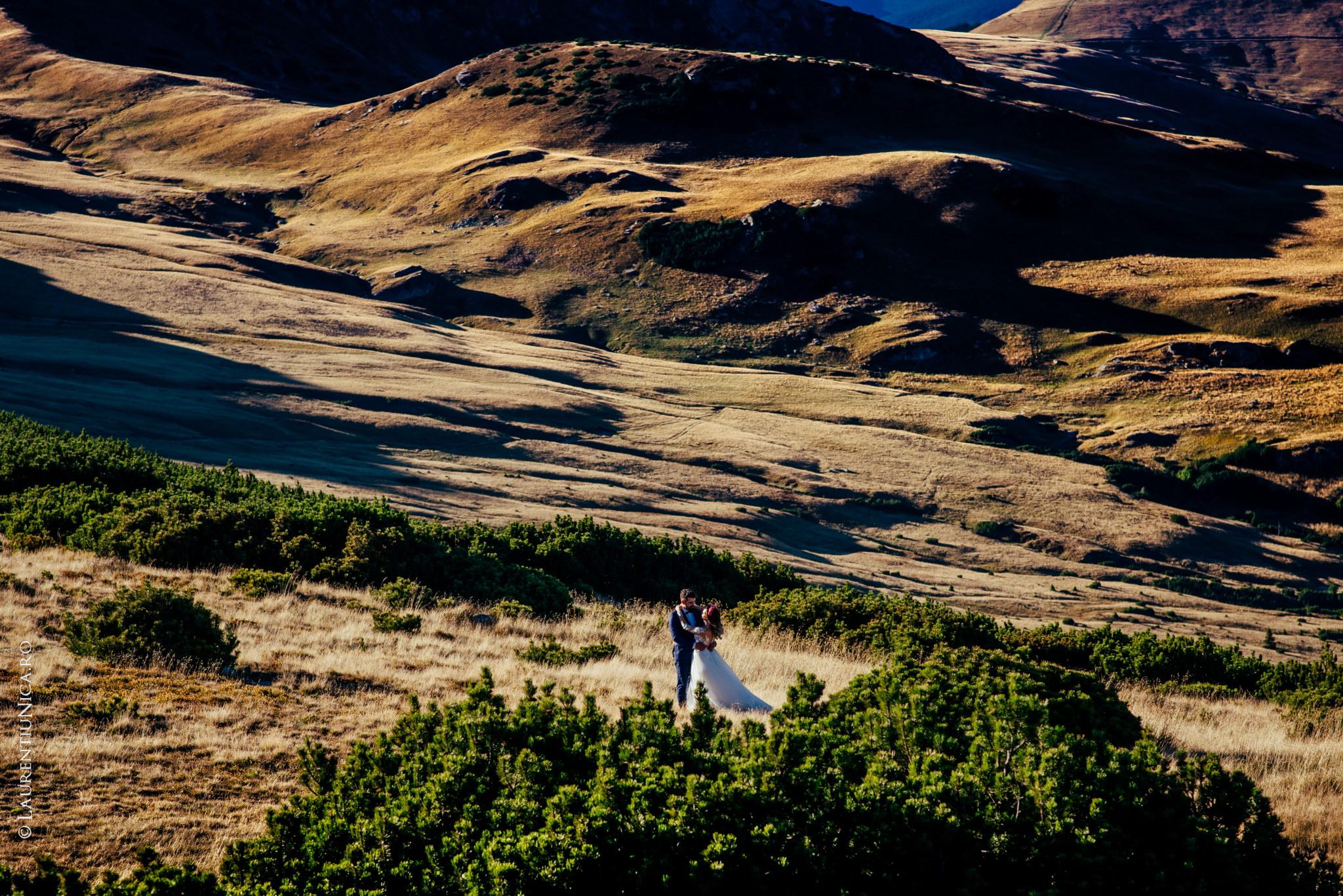 aida si alin fotograf nunta laurentiu nica transalpina 16 - Aida & Alin | Fotografii After Wedding | Transalpina - Muntii Parang