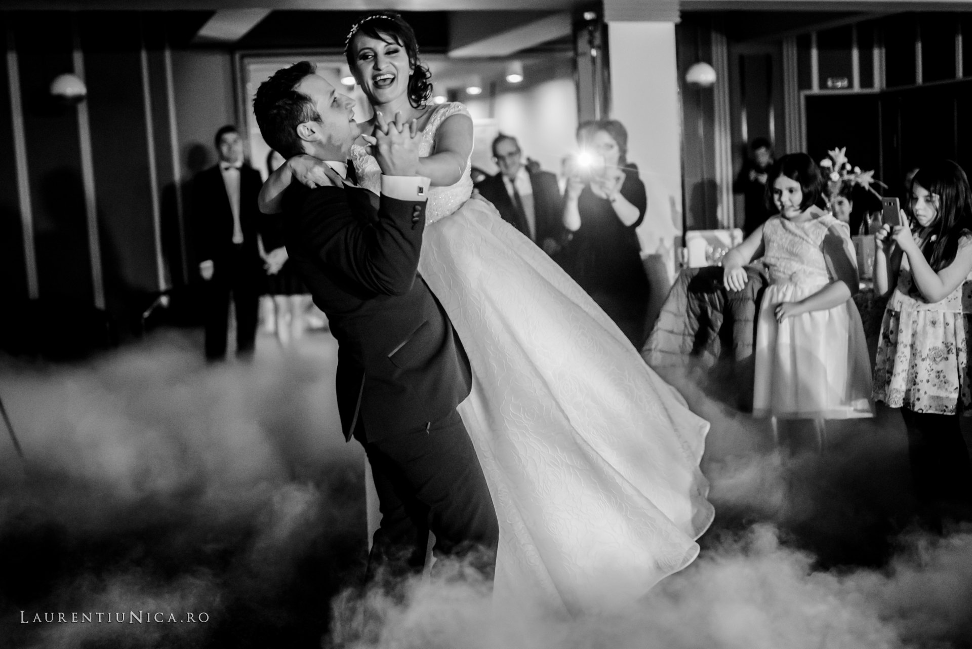 daniela si marius fotografii nunta craiova laurentiu nica48 - Daniela & Marius | Fotografii nunta