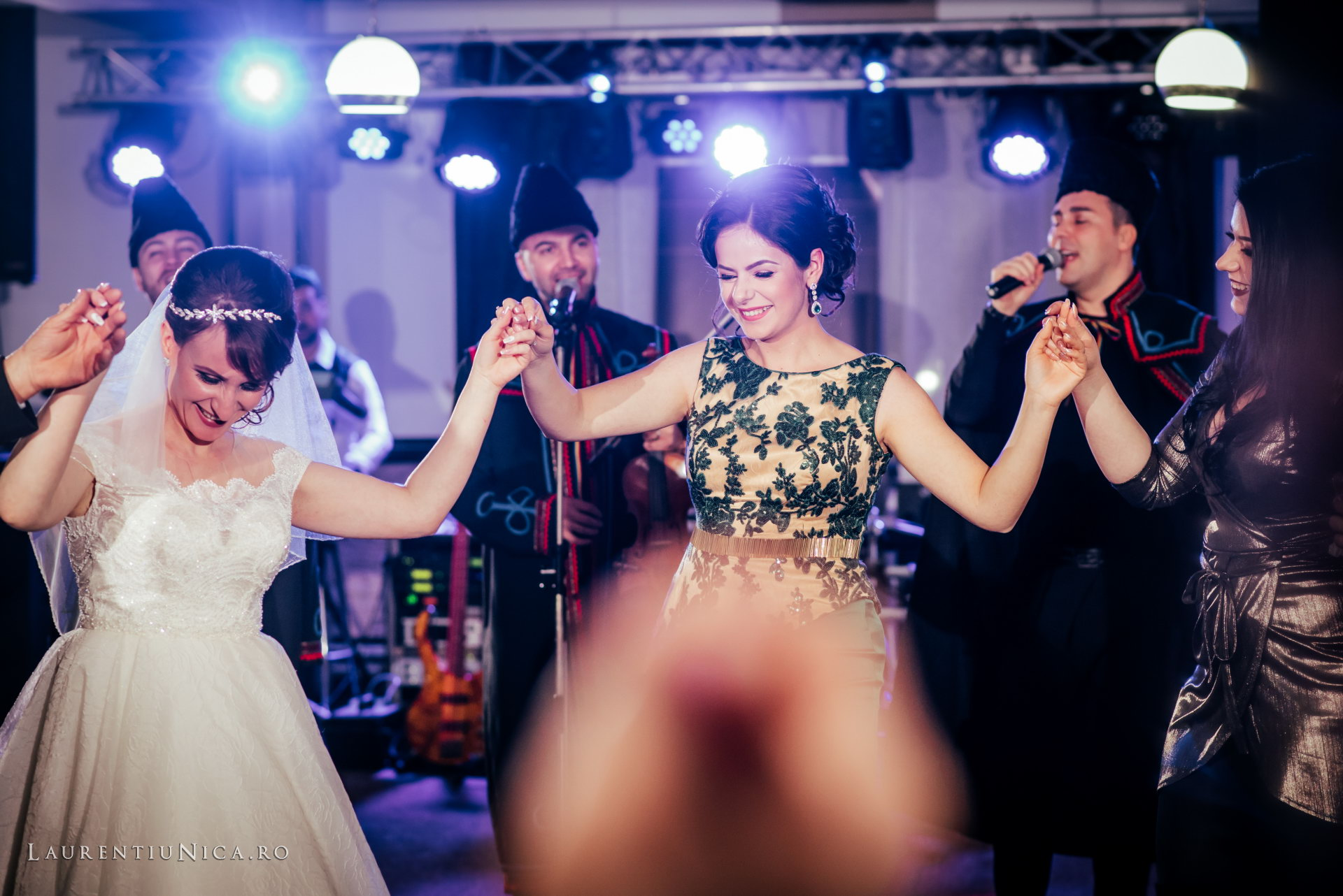 daniela si marius fotografii nunta craiova laurentiu nica51 - Daniela & Marius | Fotografii nunta