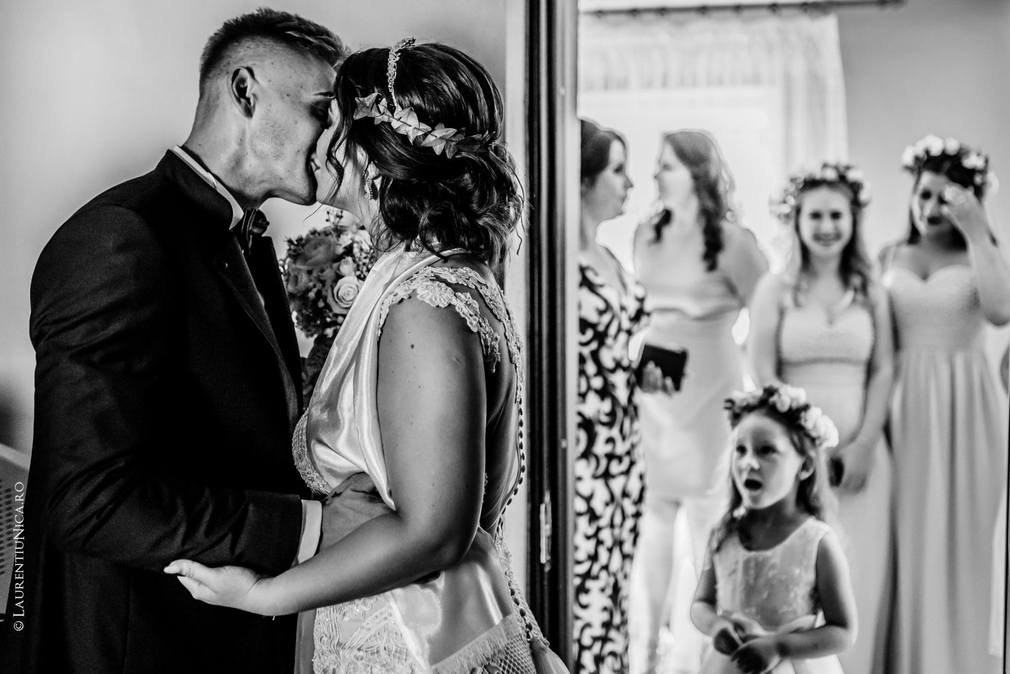 fotografii nunta Roxana si Cosmin fotograf nunta laurentiu nica 20 - Roxana & Cosmin | Fotografii nunta | Ticleni, judetul Gorj