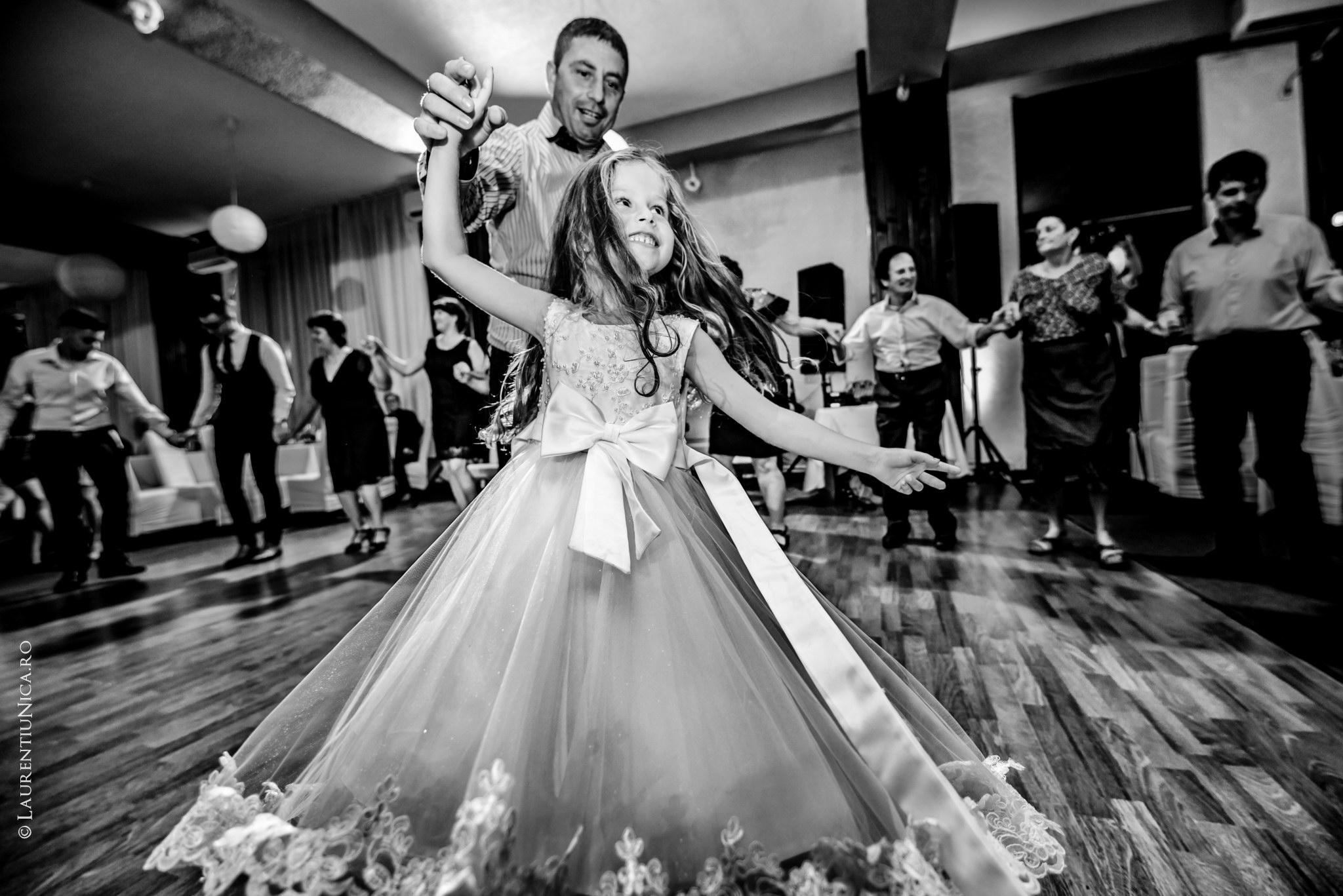 fotografii nunta Roxana si Cosmin fotograf nunta laurentiu nica 39 - Roxana & Cosmin | Fotografii nunta | Ticleni, judetul Gorj