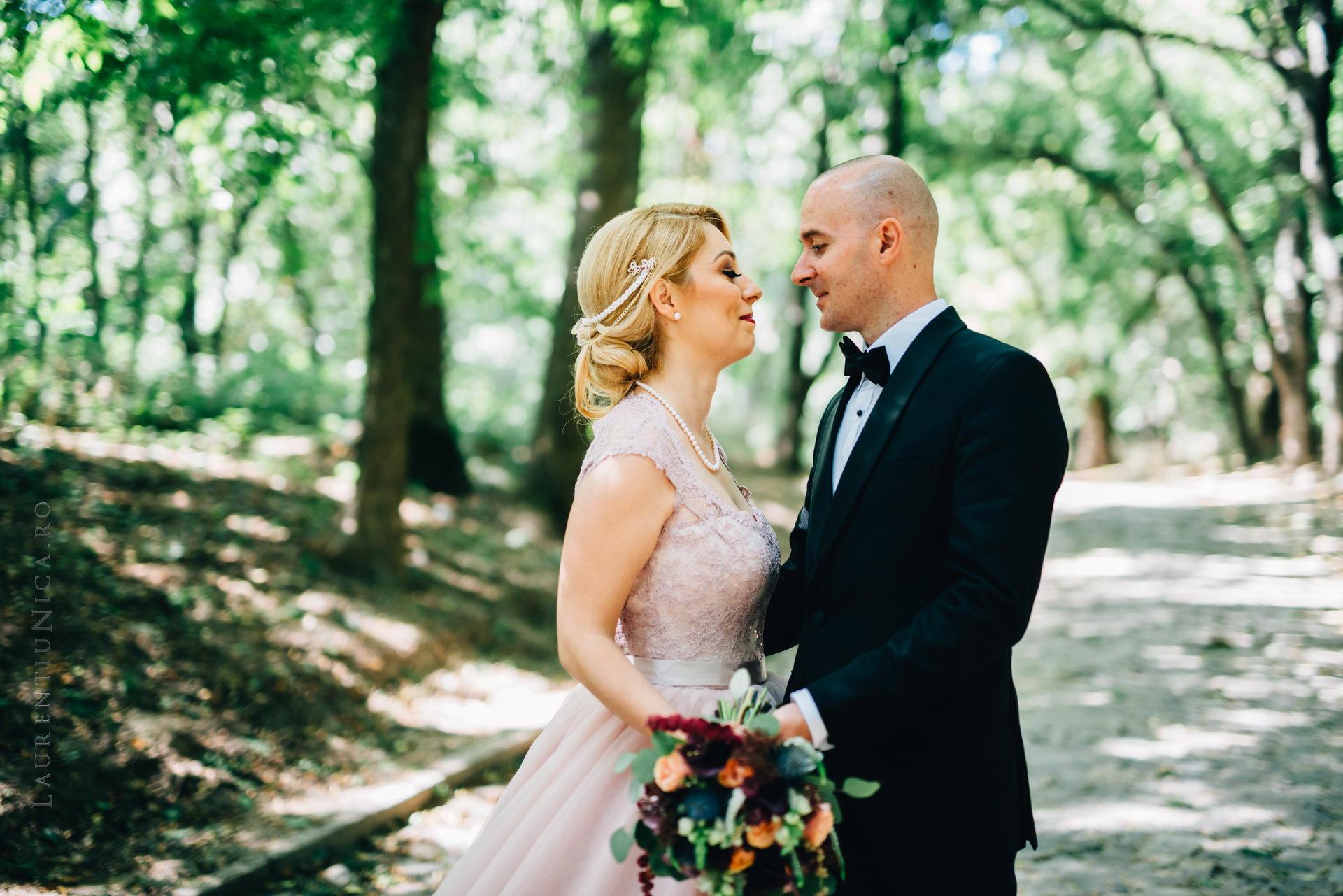lavinia si adi fotograf laurentiu nica craiova 024 - Lavinia & Adi | Fotografii nunta