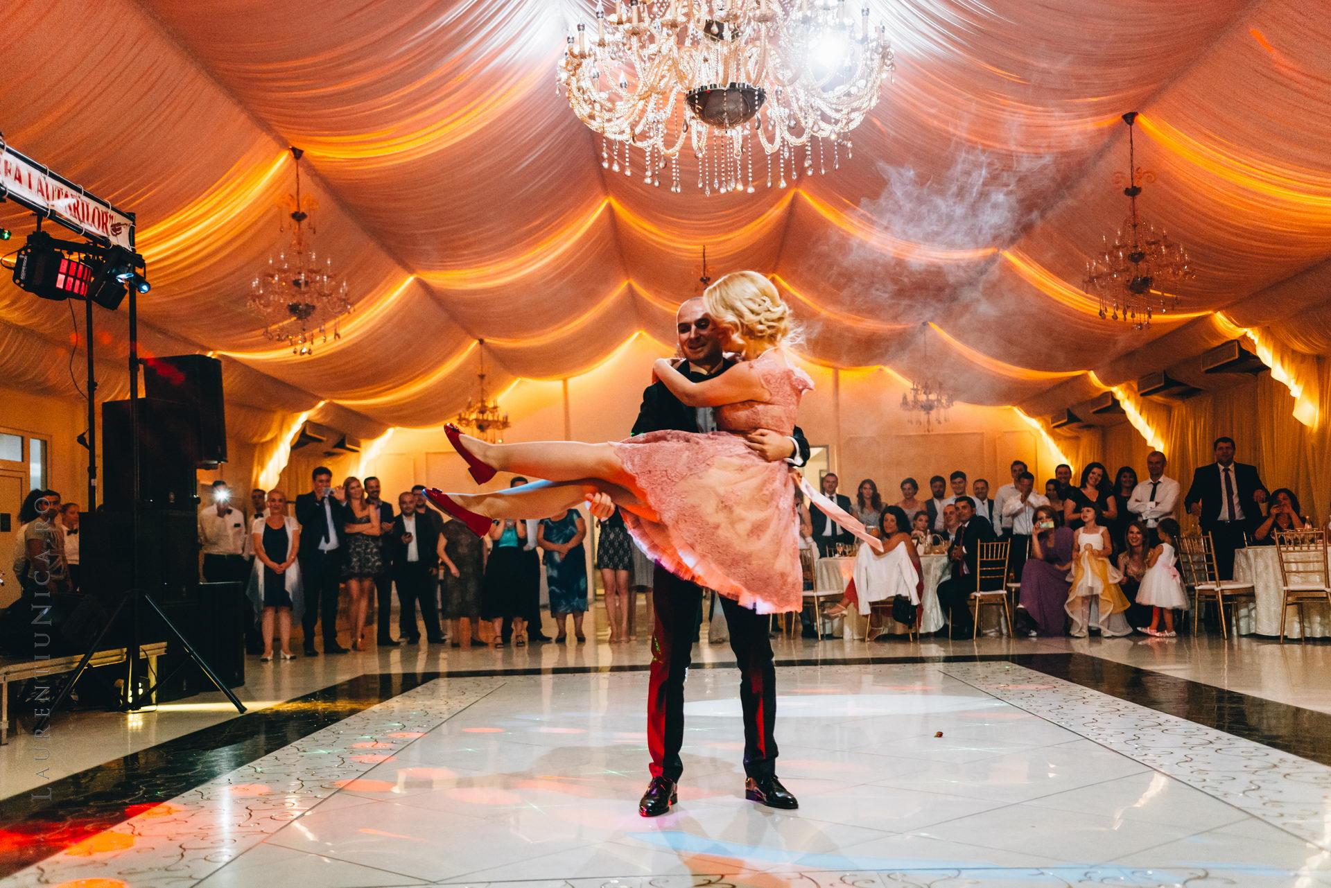 lavinia si adi fotograf laurentiu nica craiova 072 - Lavinia & Adi | Fotografii nunta