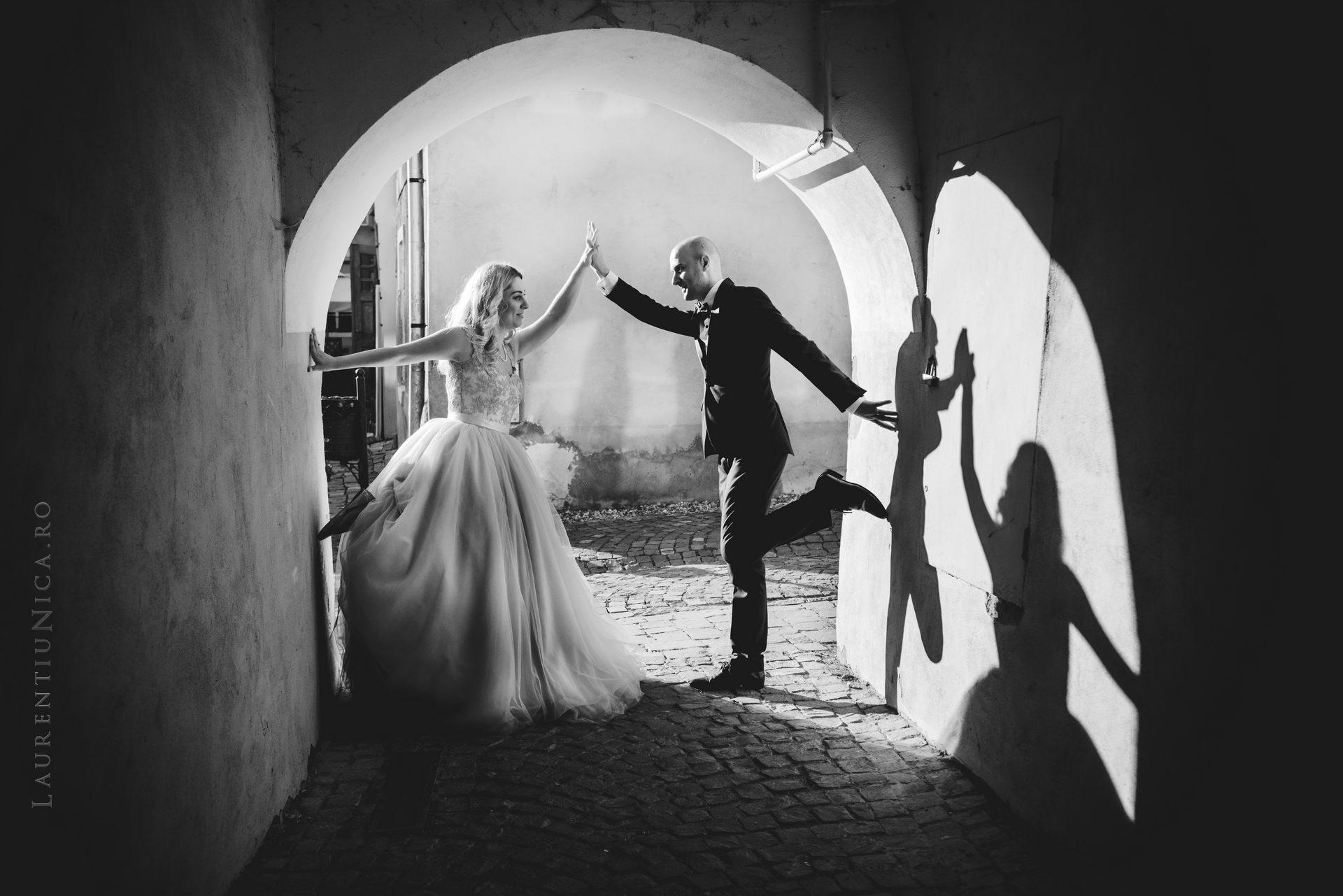 lavinia si adi fotograf laurentiu nica sighisoara biertan 057 - Lavinia & Adi | Fotografii After Wedding | Sighisoara & Biertan